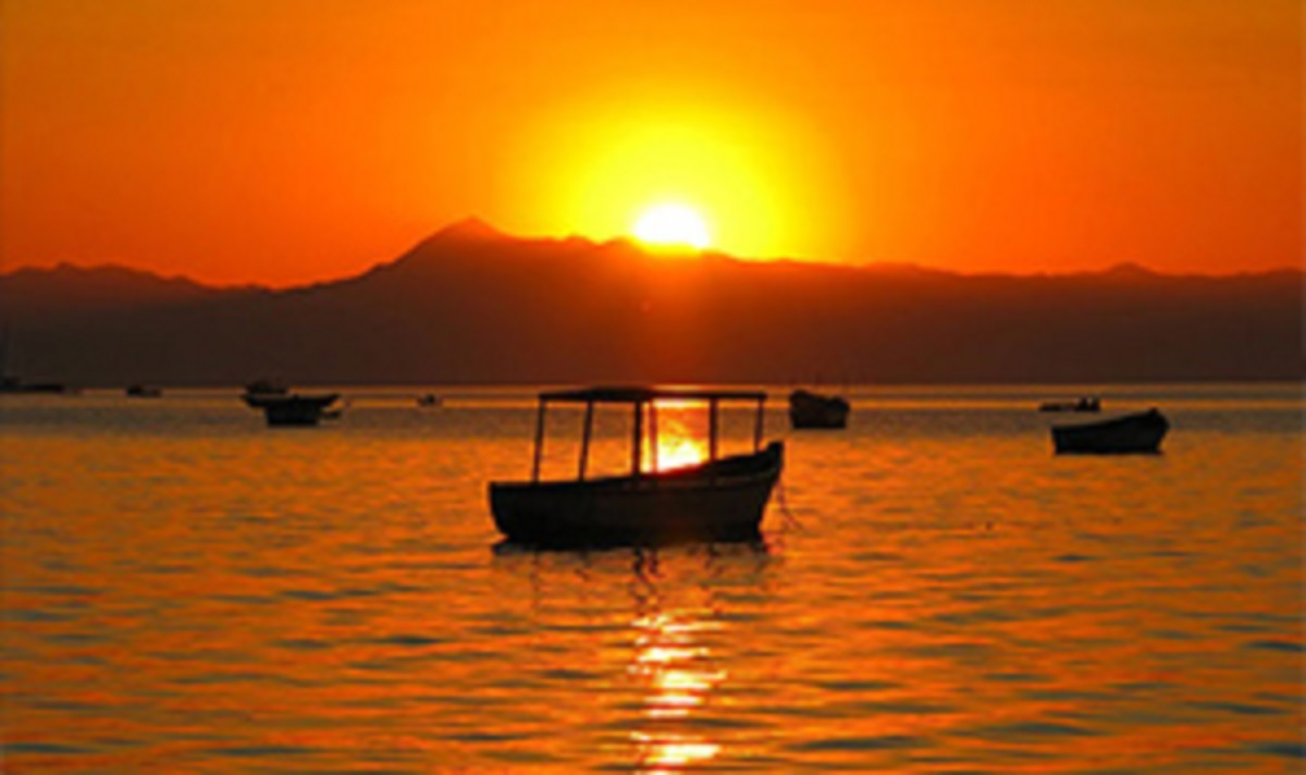 Mumbo Island, Cape Maclear Picture: Lake Malawi sunset